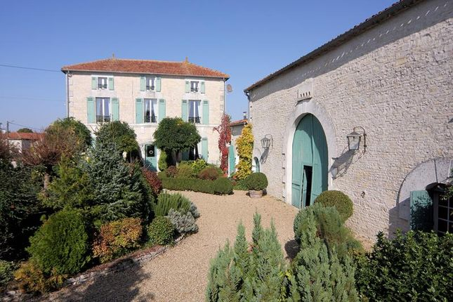 7 bed property for sale in Nanclars, Poitou-Charentes, France