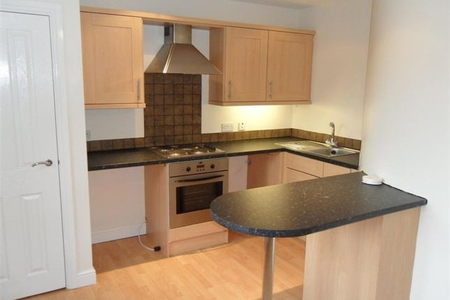 Thumbnail Flat to rent in Meadowhurst Gardens, Leeds