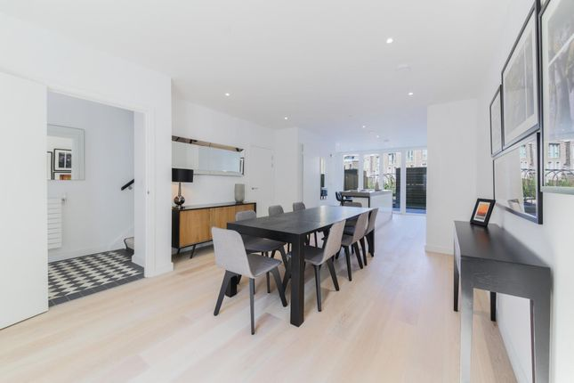 Thumbnail Flat for sale in Royal Wharf, Townhouse