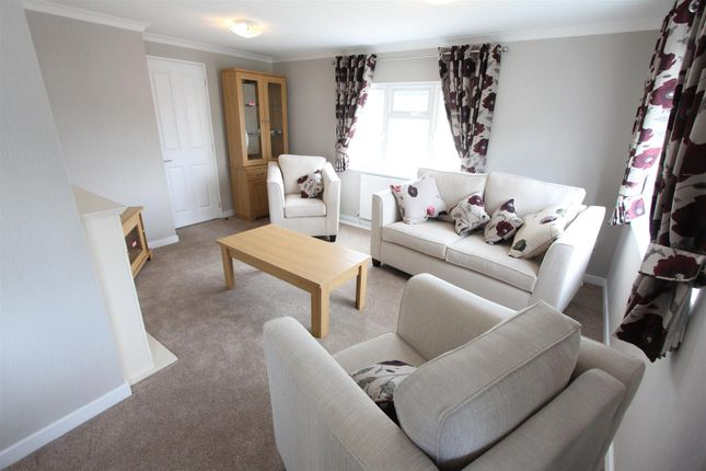 Thumbnail Mobile/park home for sale in Springfield Park, Off Wykin Road, Hinckley