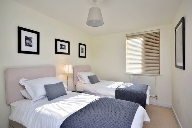Thumbnail Flat to rent in Steele Road, Chiswick