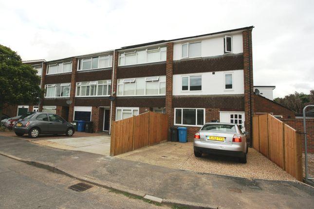 Studio to rent in Black Horse Close, Windsor