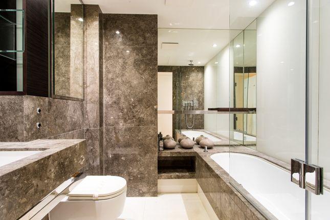 Bathroom of Pan Peninsula Square, East Tower, Canary Wharf E14