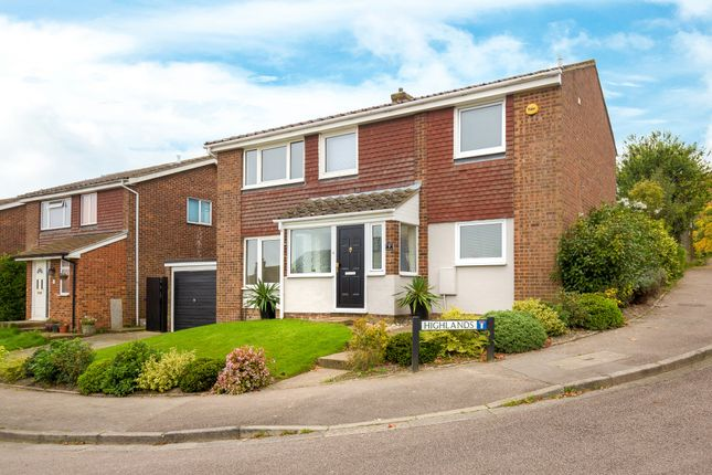 Thumbnail Detached house for sale in Highlands, Royston