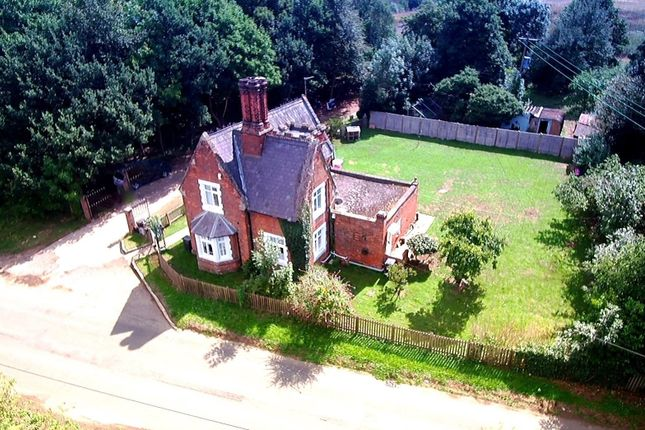 Thumbnail Detached house for sale in Cock Lane, Hoddesdon