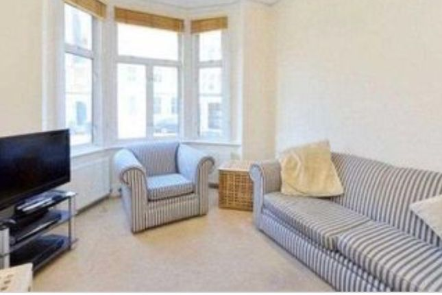 Thumbnail Flat for sale in North Street, Clapham