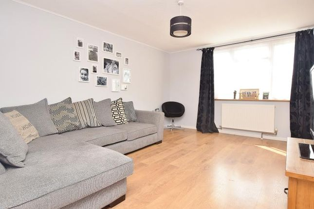 3 bed flat for sale in Attewood Road, Northolt, Middlesex