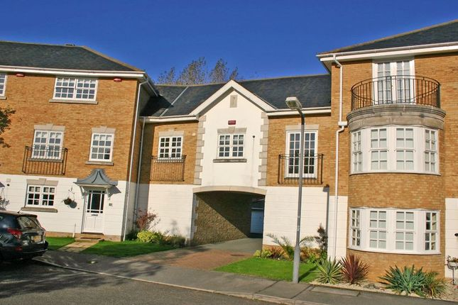 Thumbnail Flat to rent in Kite Wood Road, Penn, High Wycombe