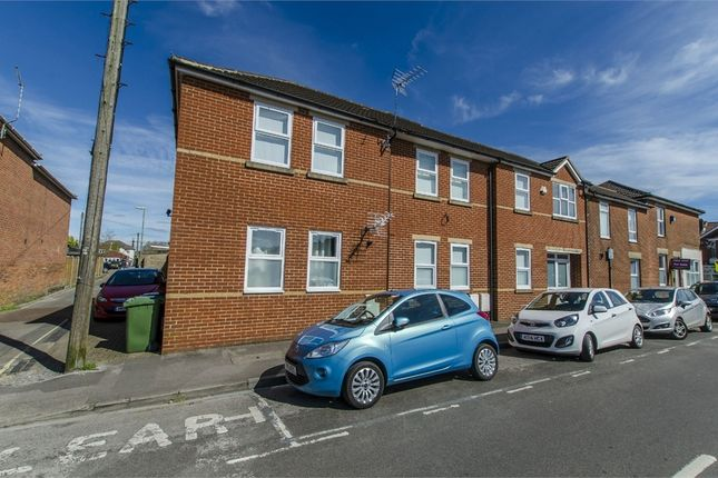 Thumbnail Flat to rent in Blenheim Road, Eastleigh, Hampshire