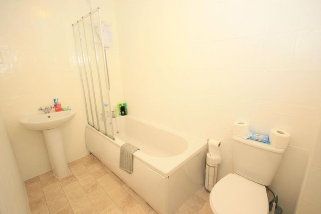 Bathroom of Armour Grove, Motherwell ML1