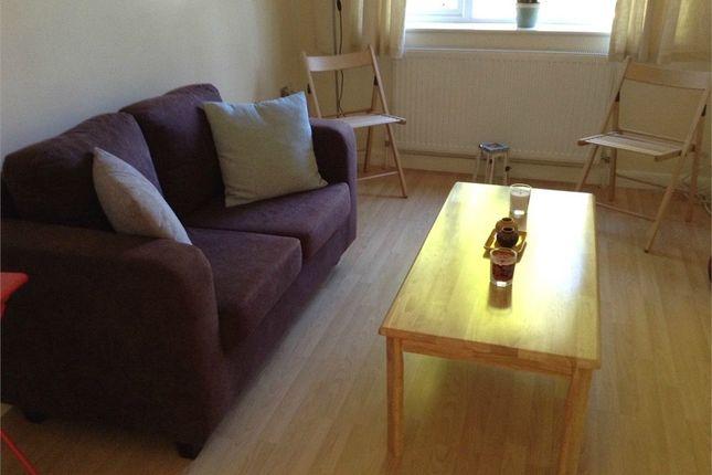 Thumbnail Flat to rent in Beechwood Avenue, Weybridge, Surrey