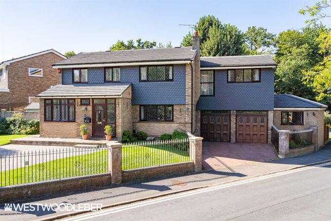 Thumbnail Detached house for sale in Sheredes Drive, Hoddesdon