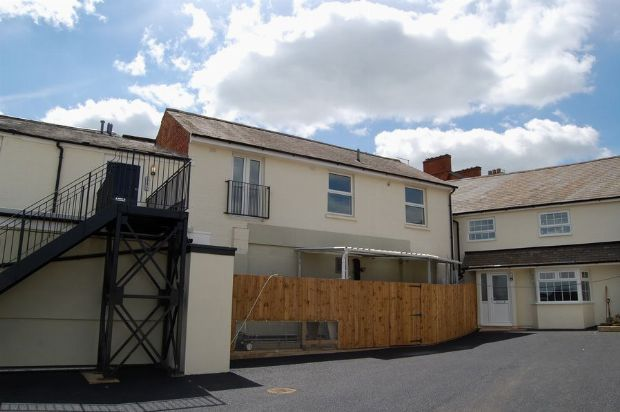 1 bed flat to rent in High Street, Weedon, Northants