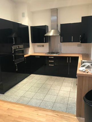 2 bed flat to rent in Hackney Road, Shroeditch