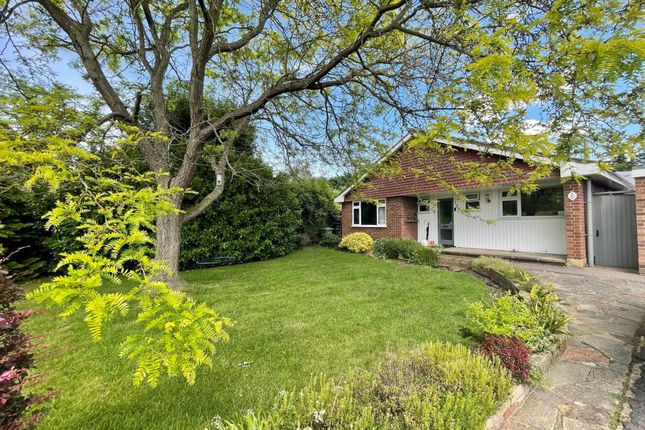 3 bed bungalow to rent in Mead End, Ashtead KT21