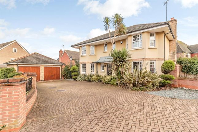 Thumbnail Detached house for sale in Oakwood Drive, Billericay