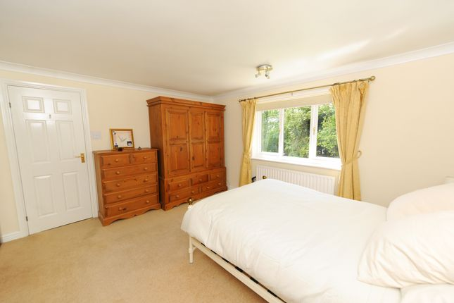 Bedroom1 of Treeneuk Close, Ashgate, Chesterfield S40