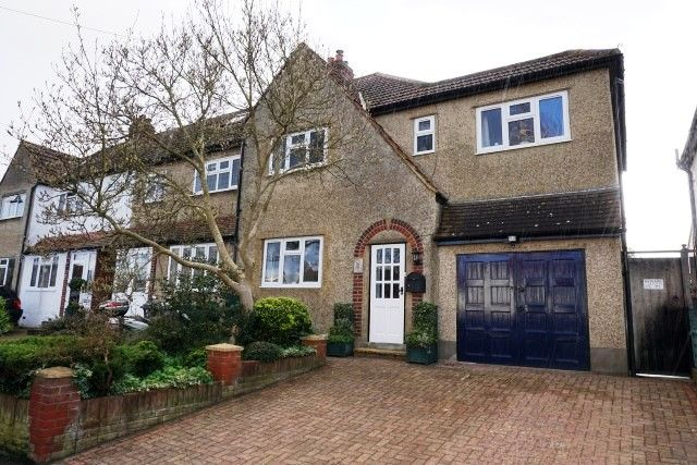 End terrace house for sale in Compton Crescent, Chessington
