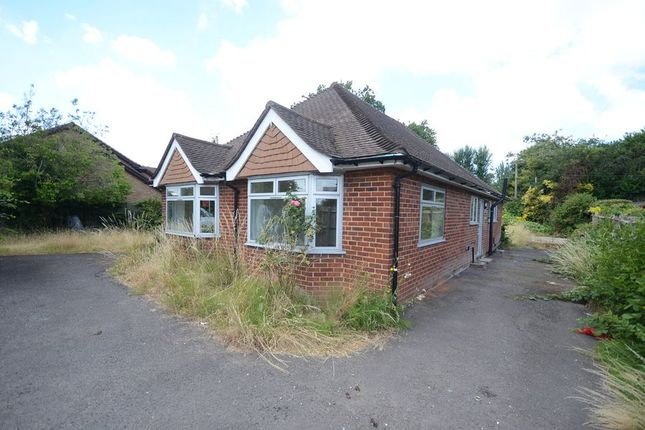 Thumbnail Bungalow to rent in Alan Place, Bath Road, Reading