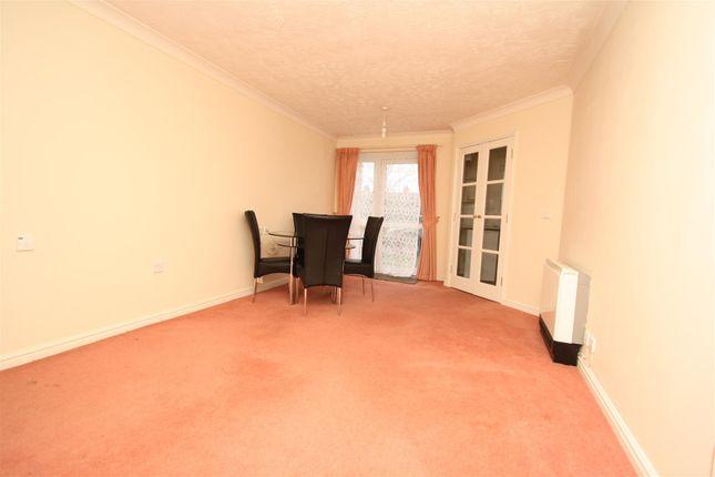 Flat for sale in Clifford Avenue, Bletchley, Milton Keynes