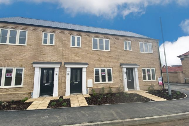 2 bed terraced house for sale in Robin Close, Holt NR25