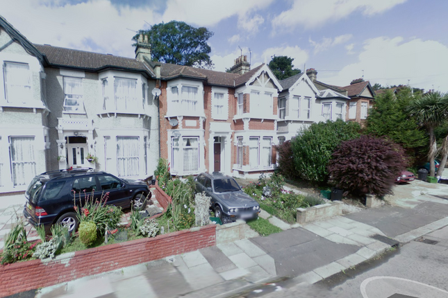 Thumbnail Flat to rent in Courtland Avenue, Ilford