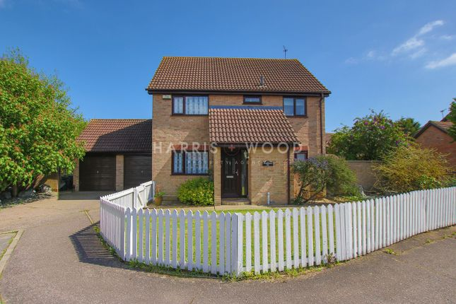 Thumbnail Detached house for sale in Greenfinch End, Colchester