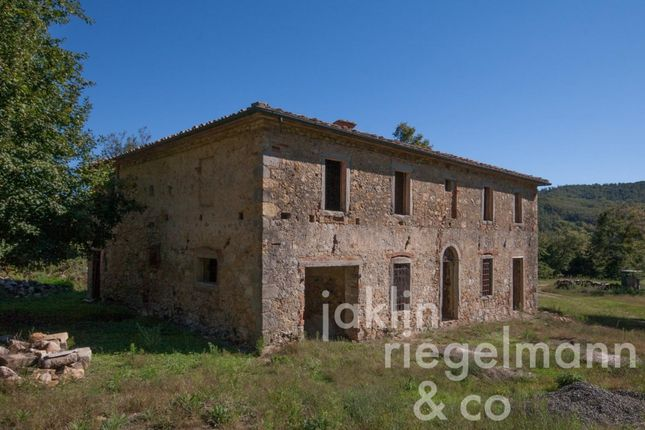 Thumbnail Country house for sale in Italy, Tuscany, Siena, Monticiano.