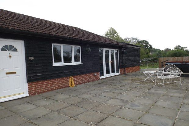 Thumbnail Bungalow to rent in New Road, Tadley