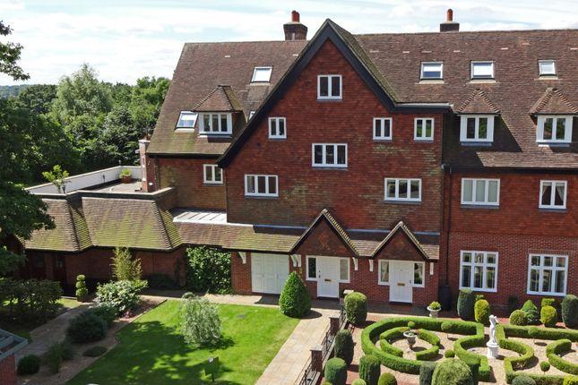 Thumbnail Flat for sale in Eyhurst Park, Kingswood, Kingswood