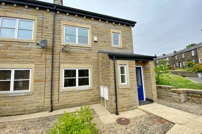 Town house to rent in Old School Place, Rochdale