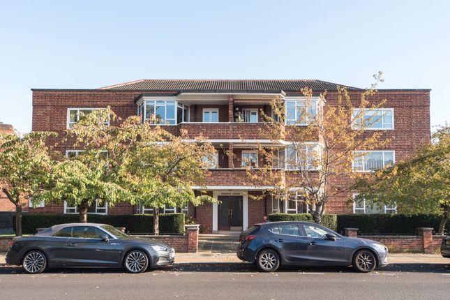 Thumbnail Flat for sale in Windsor House, Heathfield Gardens, Chiswick