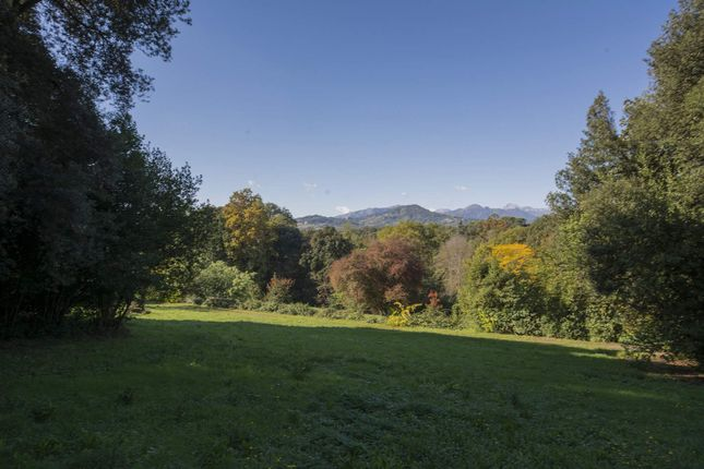 13 bed town house for sale in Lucca Lucca, Italy