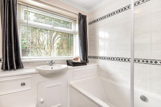 Bathroom of North Oxford OX2,