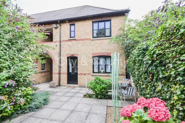 Flat for sale in Henry Street, Peterborough