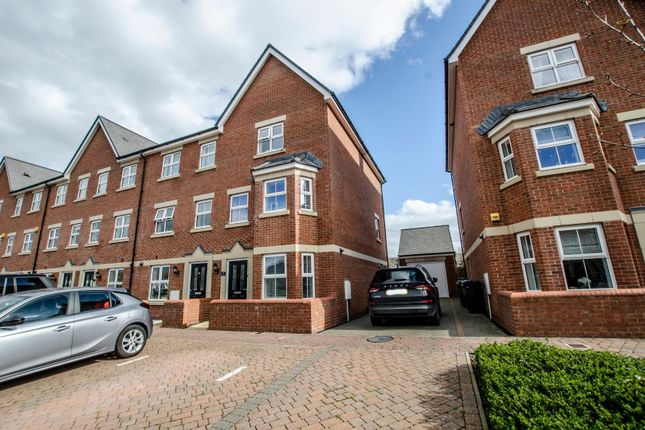 Thumbnail Town house for sale in Toynbee Road, Eastleigh