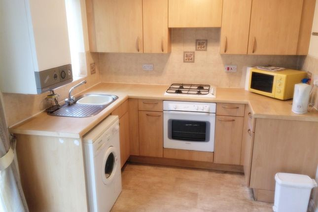 2 bed semi-detached house to rent in Foxham Drive, Salford