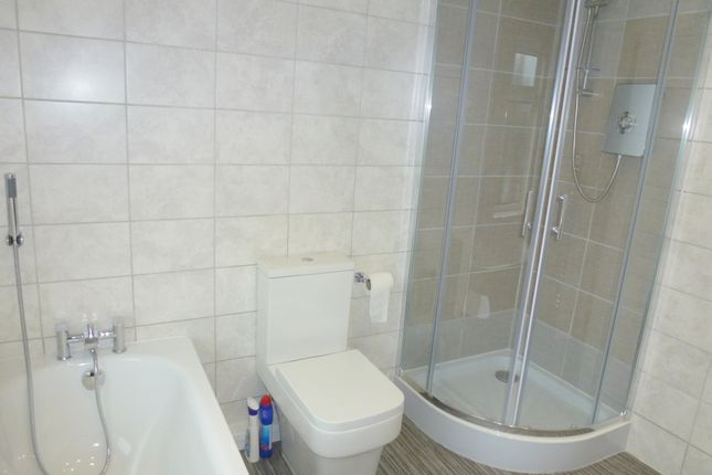 Family Bathroom of Leadale Road, Leyland PR25