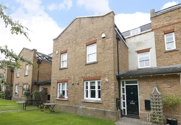 Thumbnail Mews house to rent in Mitchell's Place, London