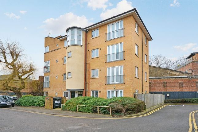 Thumbnail Flat for sale in Shalbourne Square, London