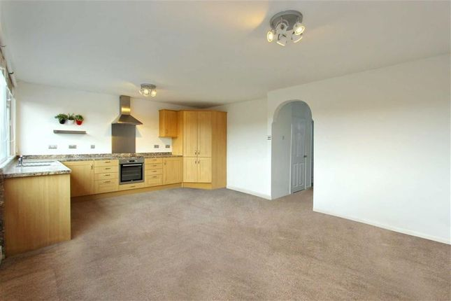 Thumbnail Flat to rent in Thames Avenue, Swindon, Wiltshire