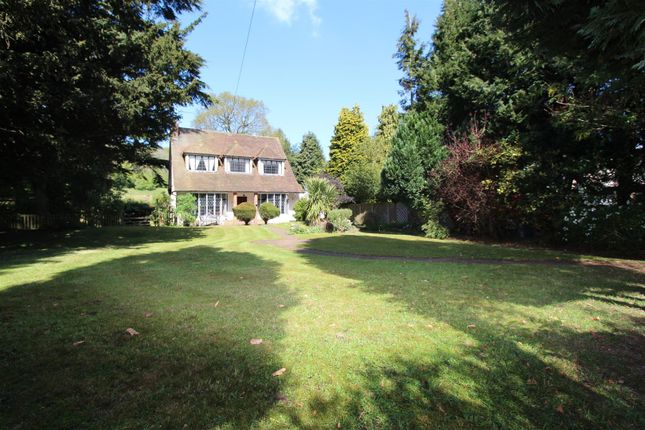 Thumbnail Detached house for sale in Old Oak Avenue, Chipstead, Coulsdon