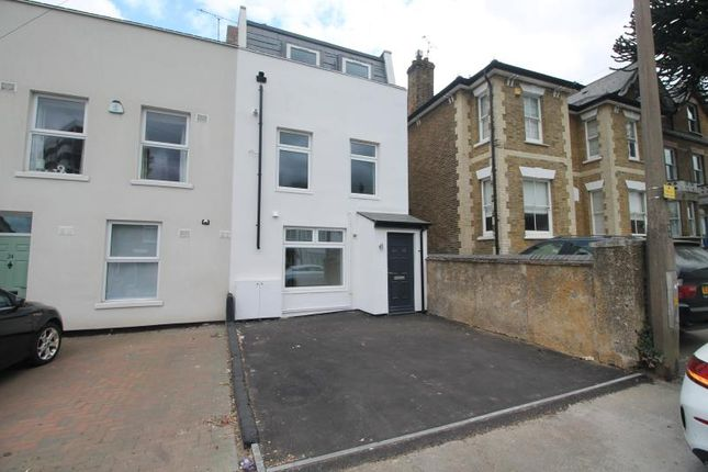 2 bed flat to rent in Crescent Road, Brentwood CM14