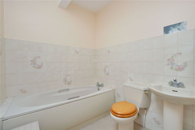 Bathroom of Frobisher Court, 10 Old Woolwich Road, Greenwich, London SE10