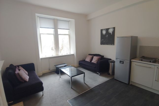 3 bed flat to rent in Irvine Place, Stirling Town, Stirling FK8