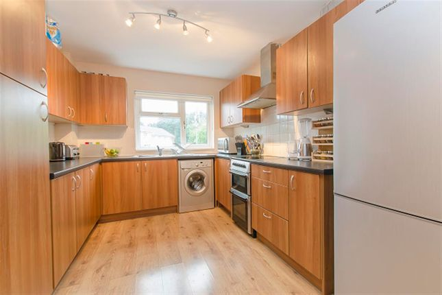 3 bed property to rent in Suffolk Drive, Chandlers Ford, Eastleigh