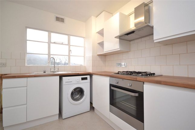 2 bed flat to rent in Whitehall Lodge, Pages Lane, London