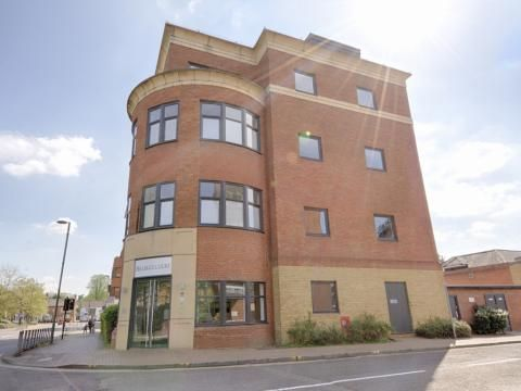 Flat to rent in Knoll Road, Camberley
