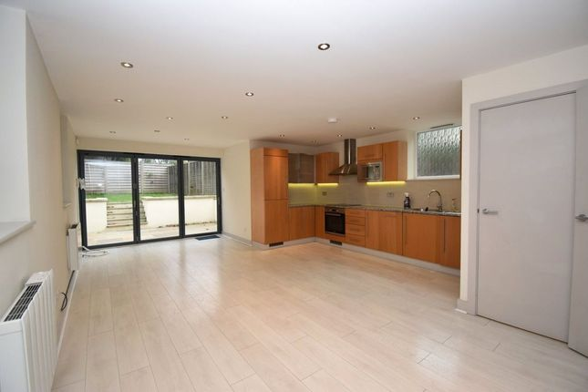 4 bed end terrace house to rent in East End Road, London N2
