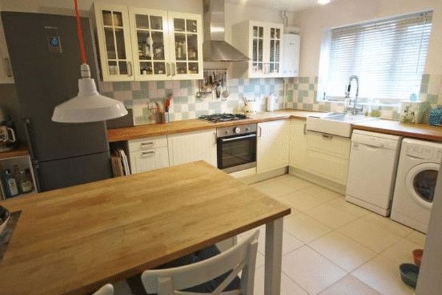 Thumbnail Property to rent in Coopers Green, Bicester